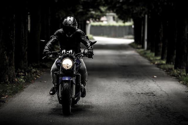 走行中のバイク