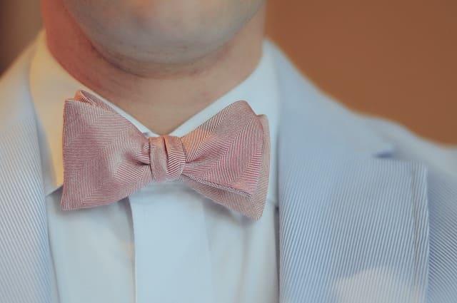 紳士の襟元